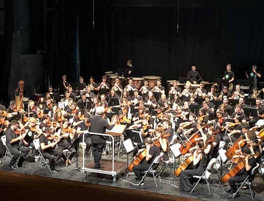 """Los alumnos de los cursos participan en el apoteósico estreno de la sexta temporada de la Orquestra Caixa Ontinyent con la 1ª sinfonía de Mahler """"Titán"""""""
